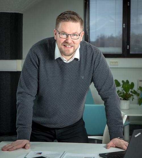 Tulospalkkiomies Tommi Larikka